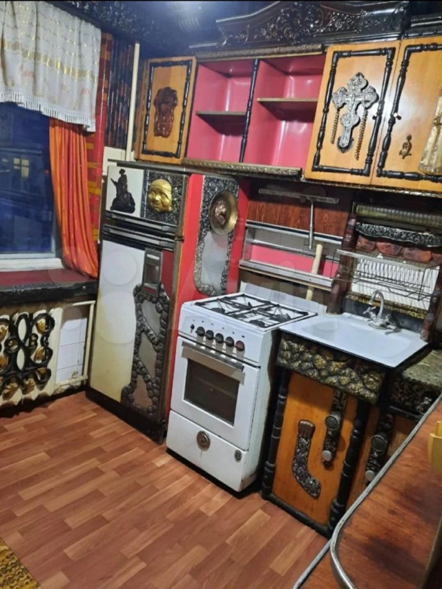 Russian Drakula Sells His Apartment