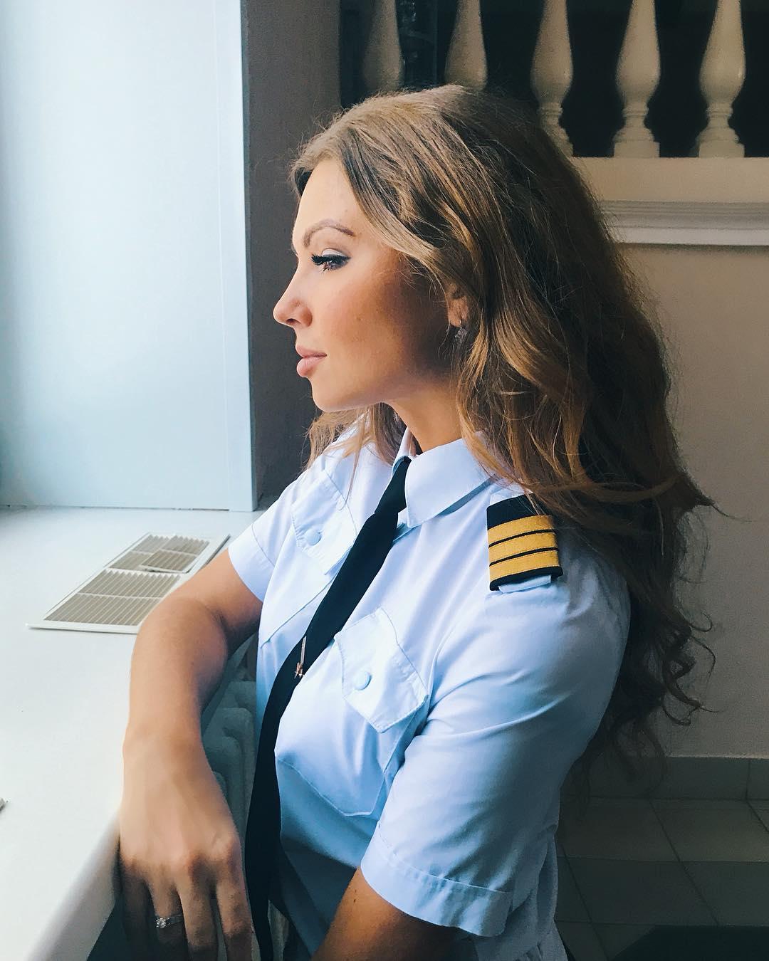 Pretty Pilot Alena