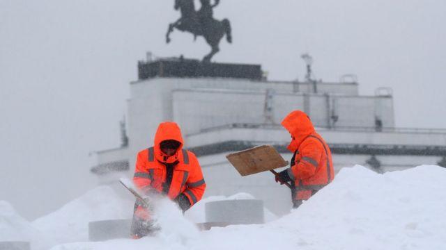 Уборка снега на Поклонной горе