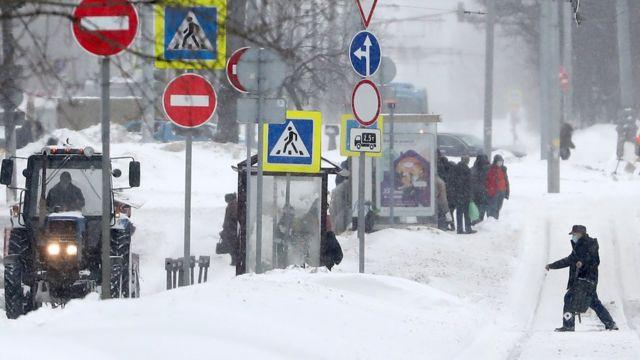Остановки общественного транспорта во время снегопада