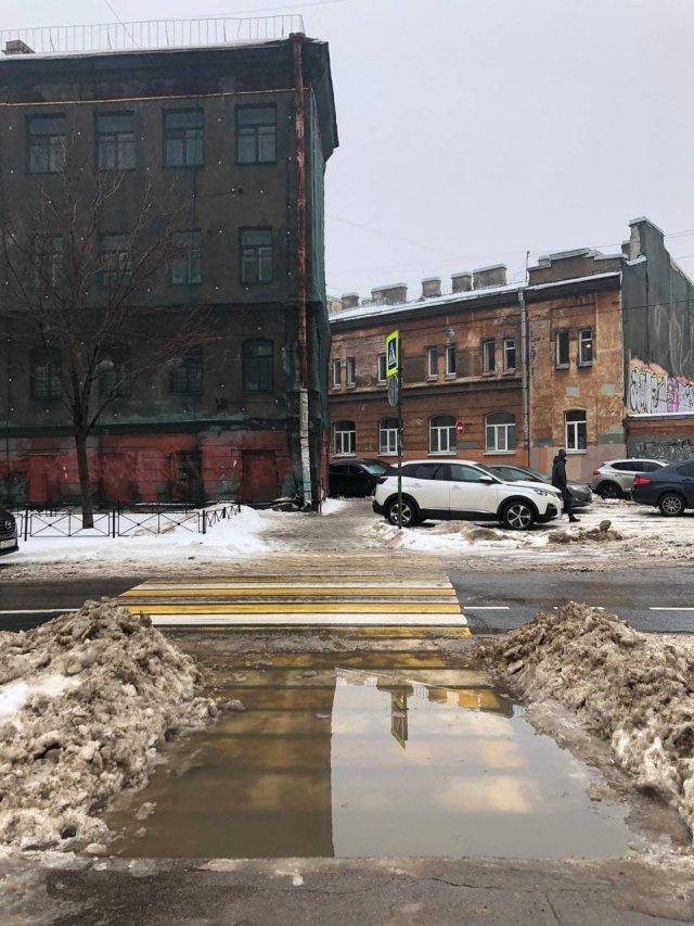 После трехдневного снегопада в Петербурге наступил потоп
