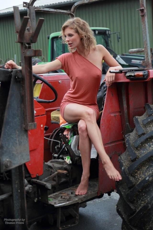 """Задавал вопрос, сам глядел в глаза: """"Ты колхозница, тебя любить нельзя!"""""""