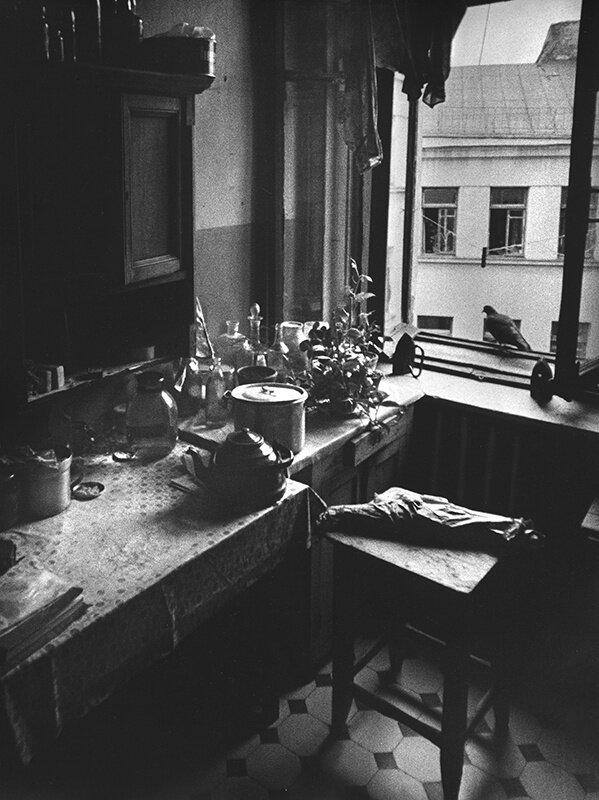 Кухня в коммуналке Михаил Дашевский, 1960-е, г. Москва ул. Солянка, из архива Михаила Дашевского.