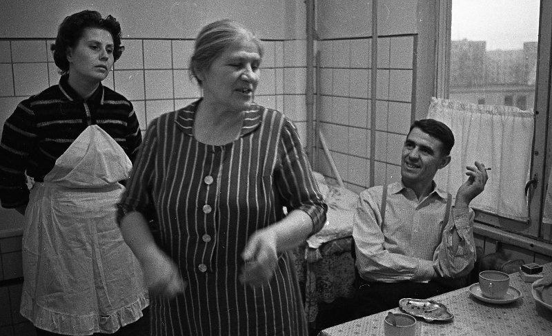 Семья Лаврентьевых на кухне Всеволод Тарасевич, 1964 год, г. Москва, МАММ/МДФ.