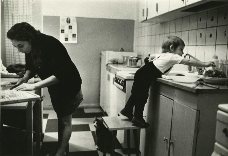 На кухне Всеволод Тарасевич, 1970 - 1975 год, МАММ/МДФ.