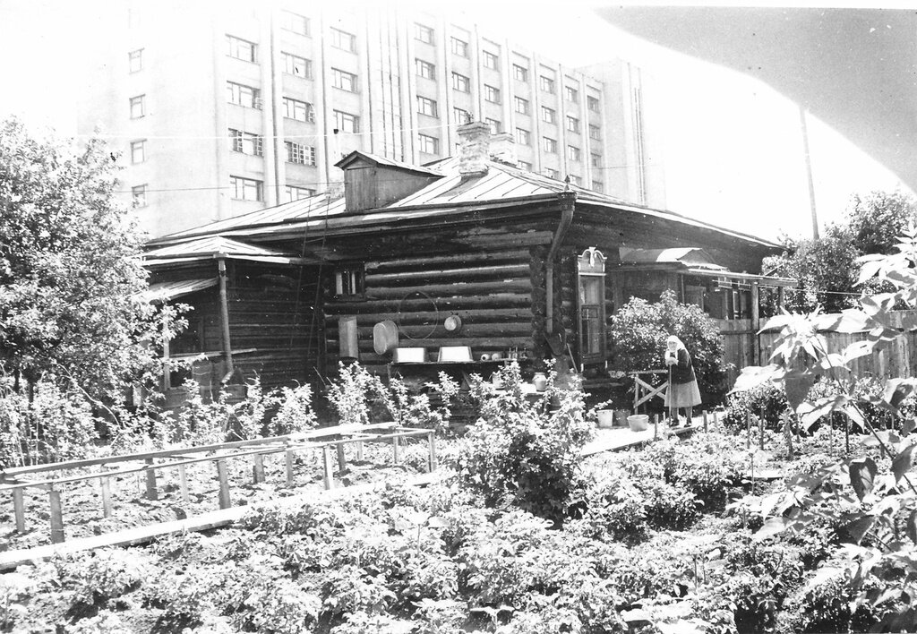Ямская улица Валерий Усманов, 1985 - 1986 год, г. Тюмень, ул. Ямская, д. 12, из архива Валерия Усманова.