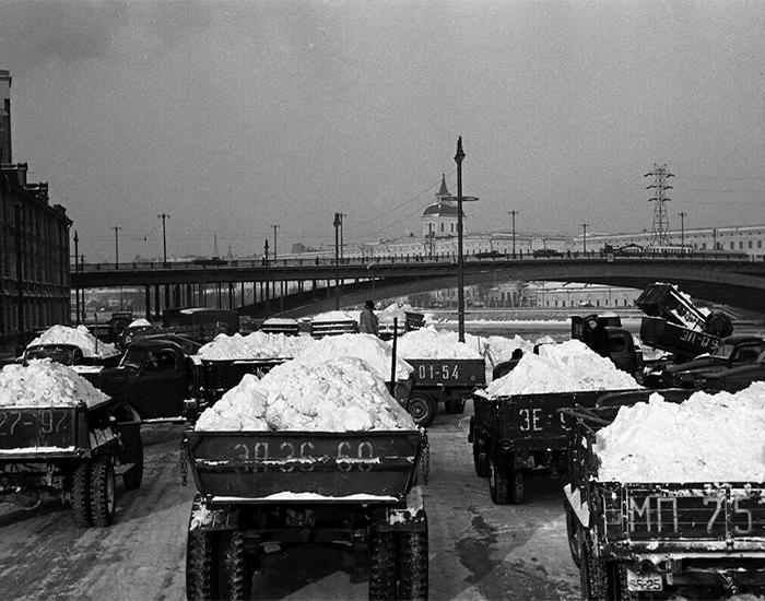 Вывоз снега. Фото взято из открытых источников: pikabu.ru