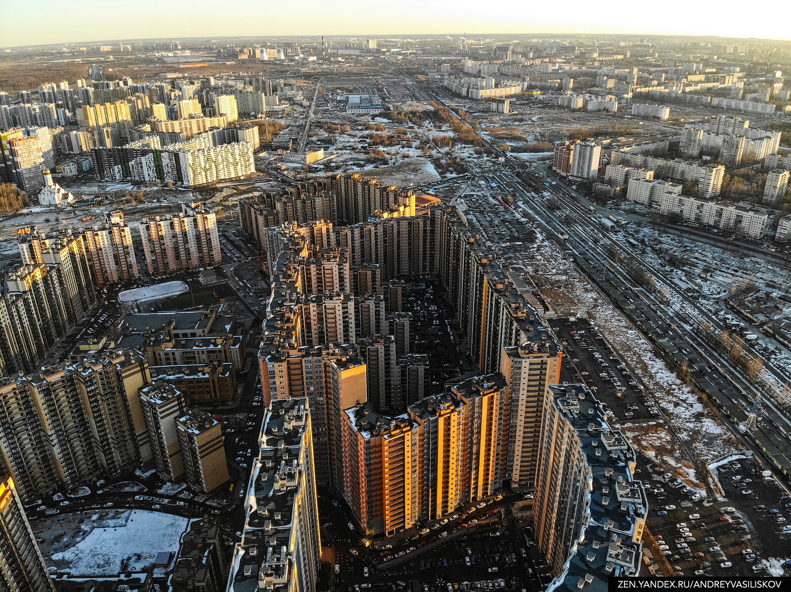 35 Entrances, 3708 Apartments: Welcome to the Main City-House of All Russia!