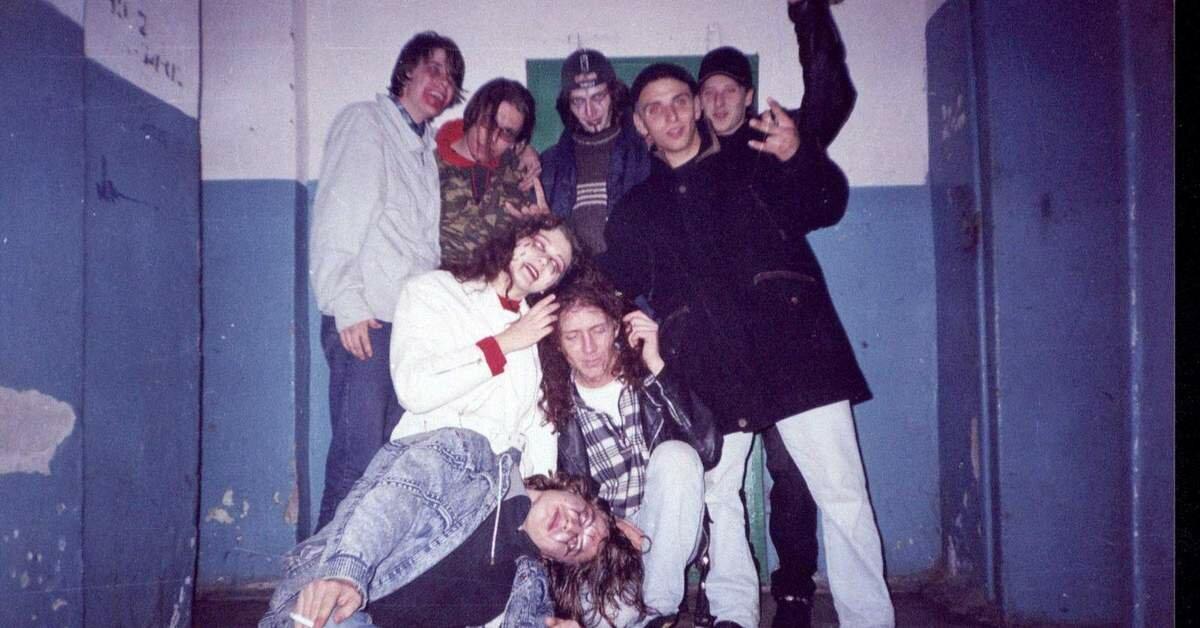 Подъездная жизнь молодежи 90-х.