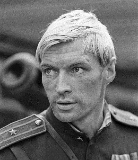 Вот это были мужчины: 12 самых красивых актеров кино СССР