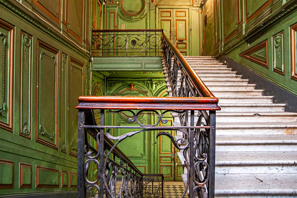 Cupids, Fireplaces and Stained Windows: Inside Beautiful Houses of Saint-Petersburg