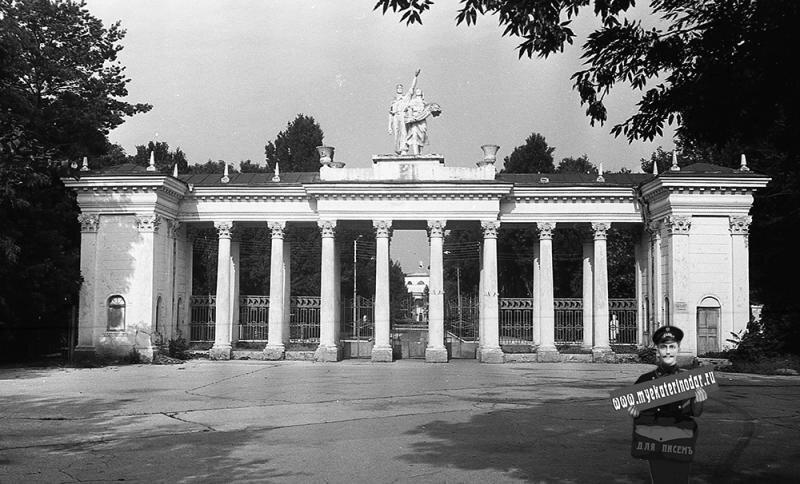Как раньше выглядела колоннада Краснодарского ВДНХ. Взято из интернета.