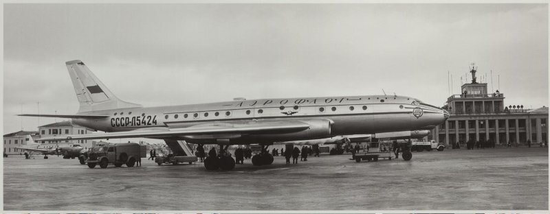 Первый рейс самолета ТУ-104 во Внуково. Аркадий Шайхет, 1956 год, г. Москва, аэропорт Внуково, МАММ/МДФ.