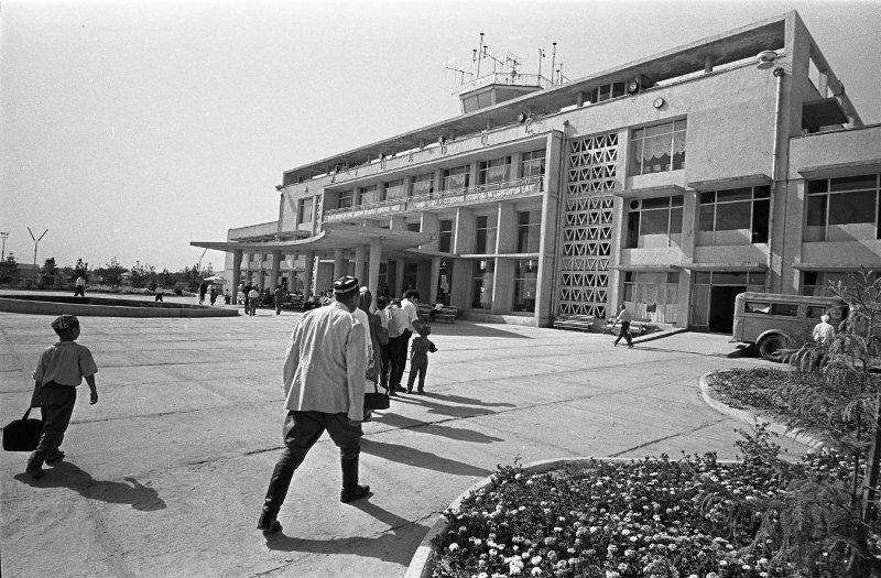 В аэропорту Душанбе. Сигизмунд Кропивницкий, 1963 - 1965 год, Таджикская ССР, г. Душанбе, МАММ/МДФ.