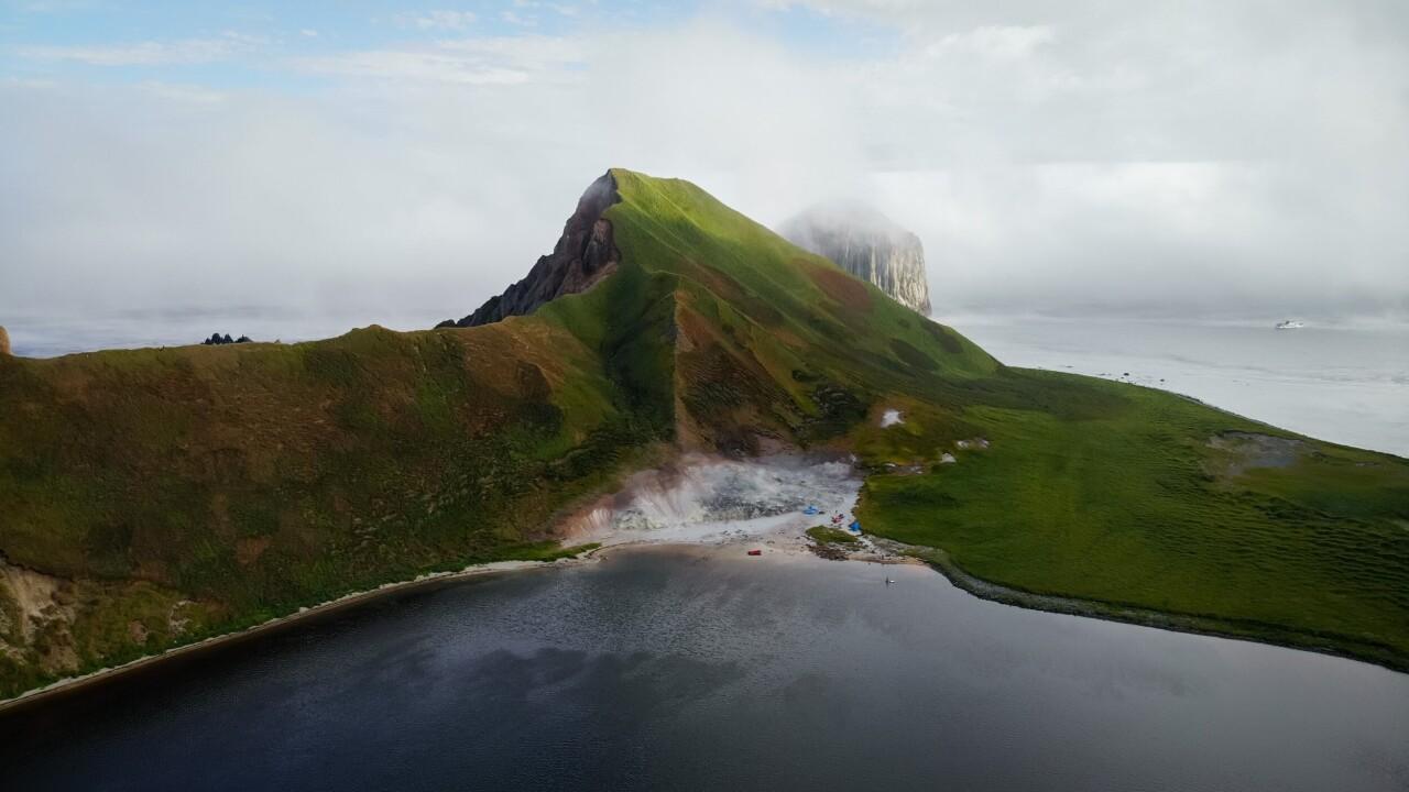 Номинант, 2021. «Волшебный архипелаг». Ушишир, пожалуй, самый живописный архипелаг из всех Курильских островов. Автор Absent Ink