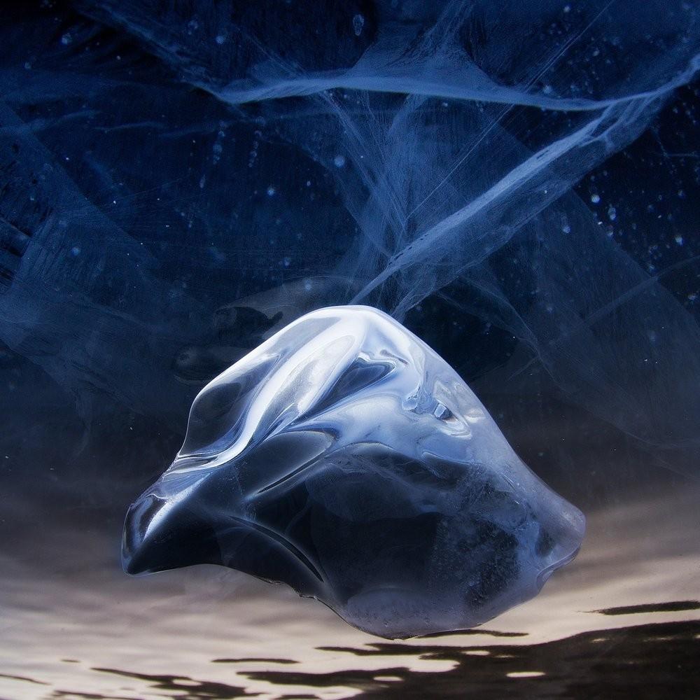 Номинация «Совершенство природы» от партнёра проекта Subaru Forester. «Лёд Байкала как Космос». Автор Алексей Трофимов