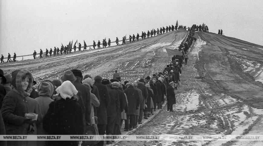 Засыпка Кургана Славы на 21-м километре Московского шоссе, 1967 год