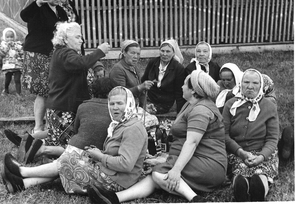 Праздник в деревне. Неизвестный автор, 1976 - 1978 год, Калининская об., дер. Берниково, из архива Дениса Тюленева.