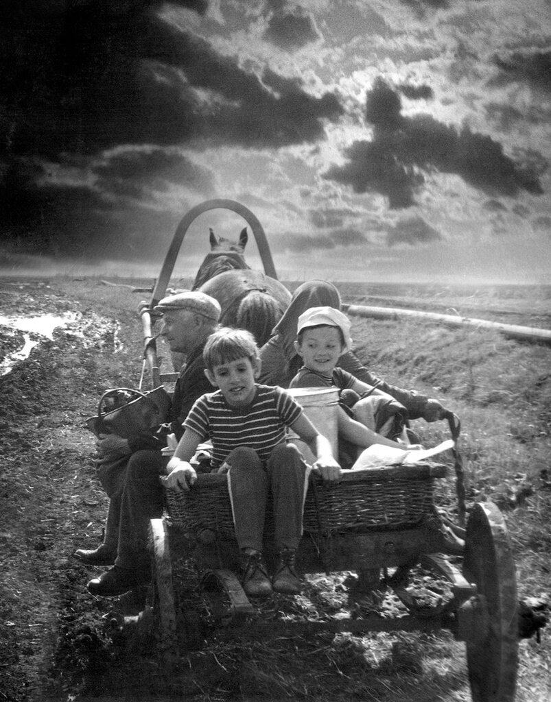 «В деревню». С. Жатков, 1980 год, Челябинская обл., Государственный исторический музей Южного Урала.