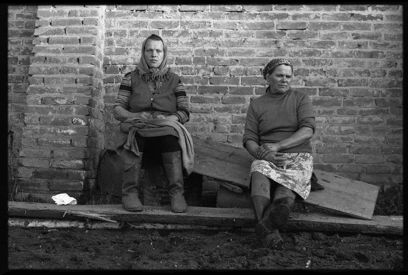 Крестьянки села Белогородка. Владимир Соколаев, 13 сентября 1979 года, Кемеровская обл., Мариинский р-н, с. Белогородка, МАММ/МДФ.