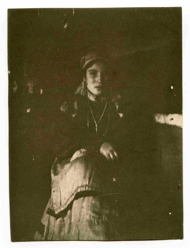 Село Усть-Цильма Архангельской губернии. Девушка. 1921 г. (?)