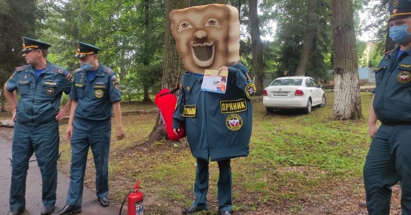 Russian EMERCOM Has Got a Honey Cake Employee Now