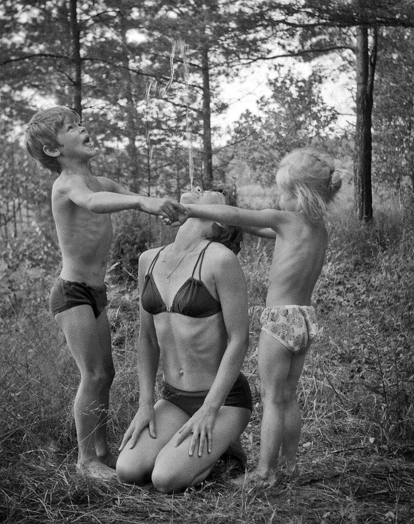 «Фонтан». Сергей Сухарев, 1 - 9 мая 1988 года, Владимирская обл., из архива Павла Сергеевича Сухарева.