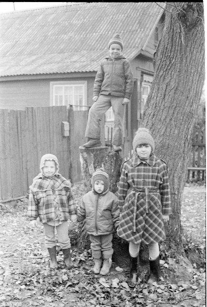 Фотография на память. Дети. Виктор Ершов, октябрь 1989 года, Ивановская обл., с. Петрово-Городищево, МАММ/МДФ.