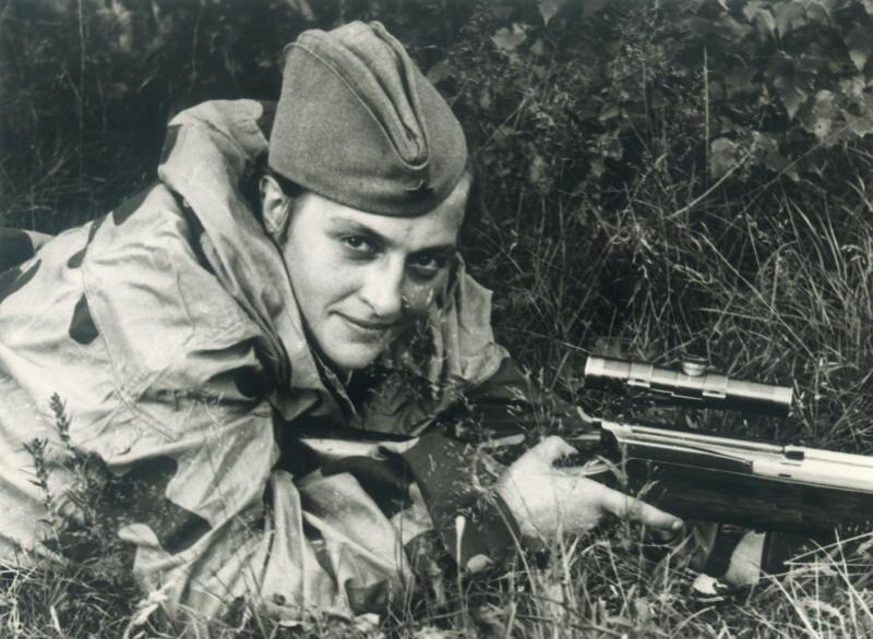 Снайпер Людмила Павличенко. Иван Шагин, июль 1942 года, г. Севастополь, МАММ/МДФ.