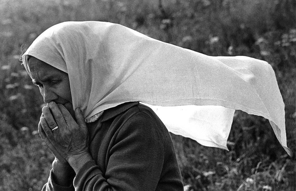 Молитва. Рустам Мухаметзянов, 1989 год, Татарская АССР, дер. Камаево, из архива Рустама Сулеймановича Мухаметзянова.