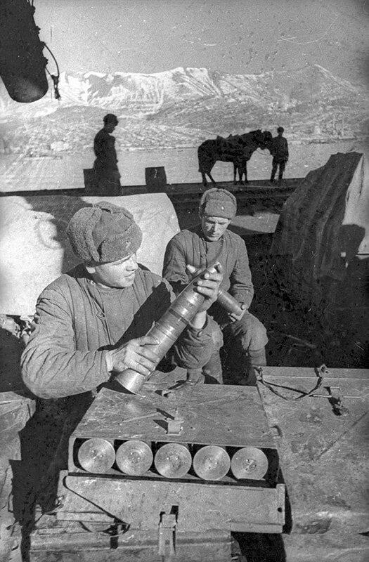 Солдаты. Евгений Халдей, 1940 год, МАММ/МДФ.