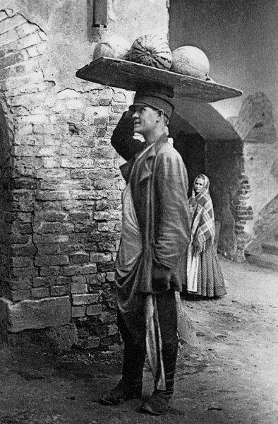 Сухаревский рынок. Продавец арбузов. Неизвестный автор, 1 января 1900 - 31 января 1909 года, г. Москва, из архива А. Мелитоняна.