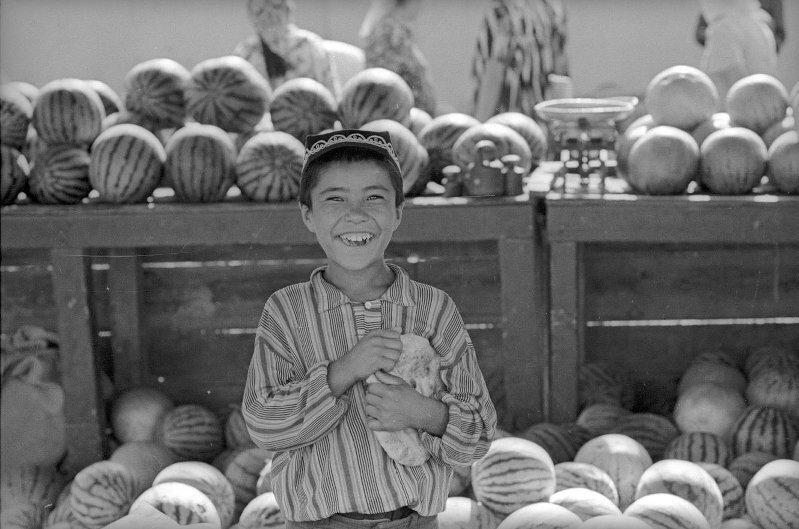 Мальчик с арбузами. Виктор Ершов, 1970-е, МАММ/МДФ.