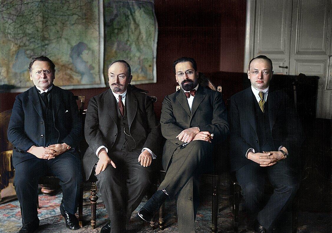 1923-1925 г.Группа руководящих работников Наркоминдела М.М. Литвинов, Г.В. Чичерин, Л.М. Карахан, Я.С. Ганецкий.