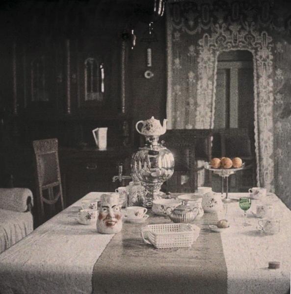 После чая. Иван Авдонин, 1910-е, МАММ/МДФ.