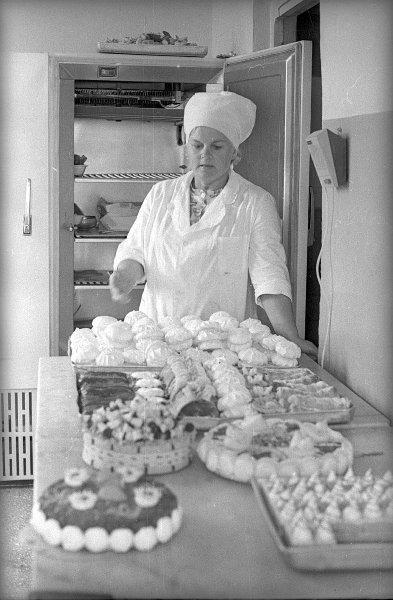Кондитер. Виктор Ершов, 1973 год, Чувашская АССР, г. Чебоксары, МАММ/МДФ.