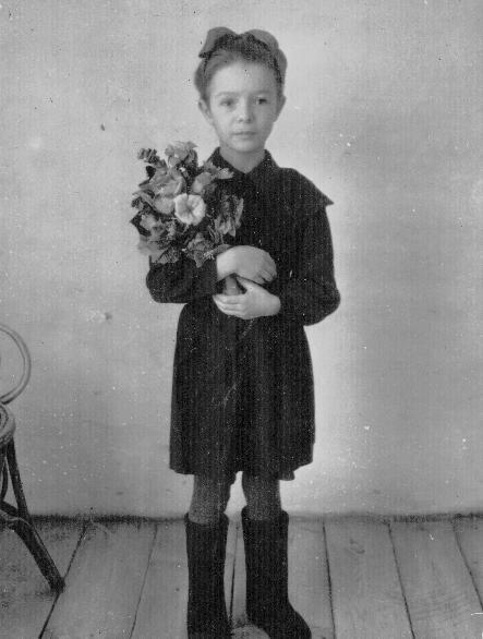 «Первый раз в первый класс». Неизвестный автор, 1 сентября 1948 года, Курганская обл., дер. Бочанцево, из архива Ивана Григорьева.