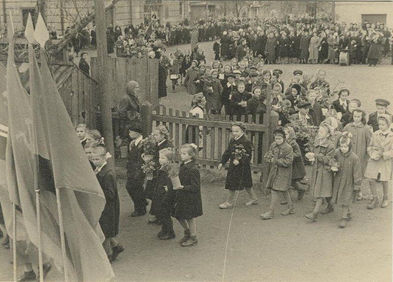 1 сентября. Леонид Шокин, 1950-е, Калининская обл., г. Кимры, МАММ/МДФ.