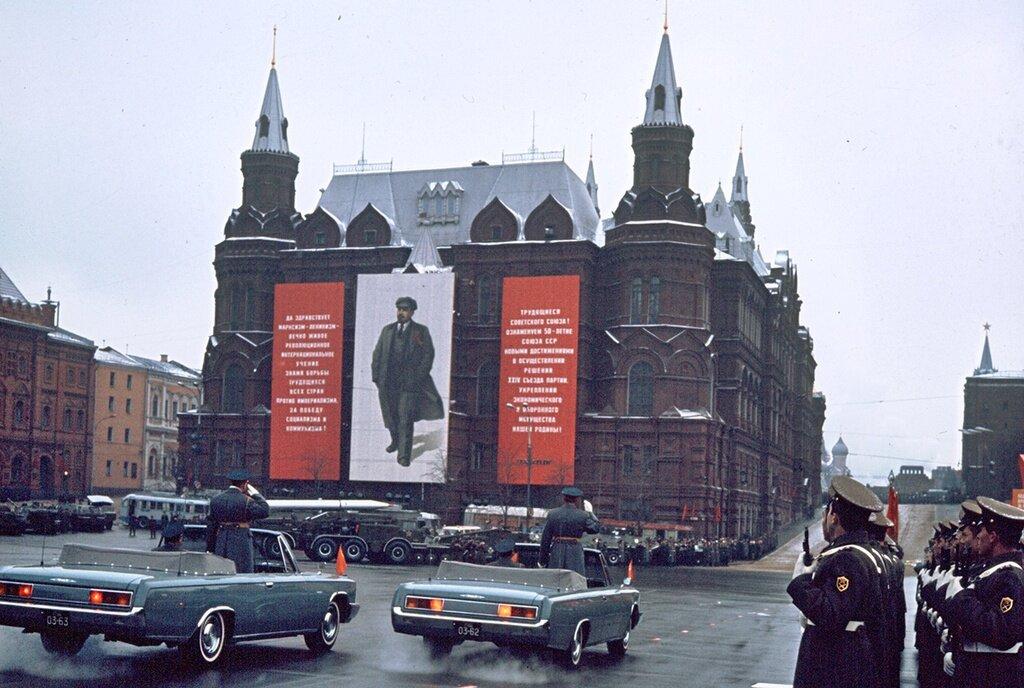 Без названия. Валентин Хухлаев, 7 ноября 1972 год, г. Москва, пл. 50-летия Октября, из архива Валентина Хухлаева.