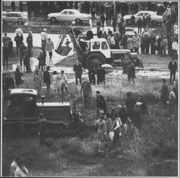 «Бульдозерная выставка». Алексей Годунов, 15 сентября 1974 года, г. Москва, Профсоюзная ул., МАММ/МДФ.